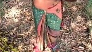 Indian progenitrix nigh sari