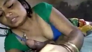 Randi Hindu bhabhi gauw ja rahi apna yaad gar video bnakar
