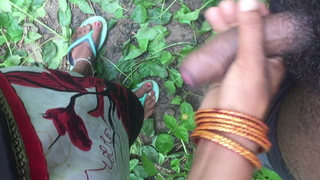 Desi girl handjob concerning jungle