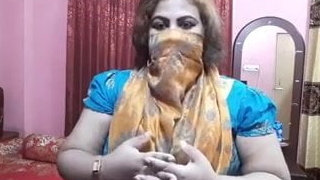Hot, discontented Indian Desi aunty Didi is horny and talks far sex