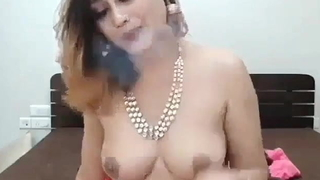 Beautiful Indian girl, make mincemeat of the brush pussy!