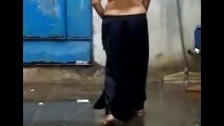 Desi Hot aunty topless in Rain very  hott