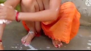 Bathing bhabhi fucked