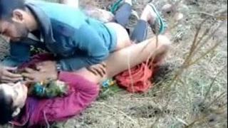 Kashmeri girl fucked by boyfriend in the forest.