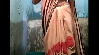 Indian desi village aunty flushing