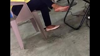 SHOE OFF Curry SOLES EXPOSING Young gentleman