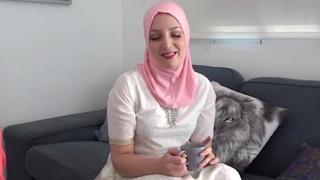 Muslim ladki and Hindu ladka have lovemaking