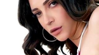 Shurthi Hassan - Sexy Show