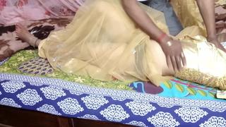 Jawan Bhabhi koYellow Saree me  Devar Ne Tail Lagkar Choda