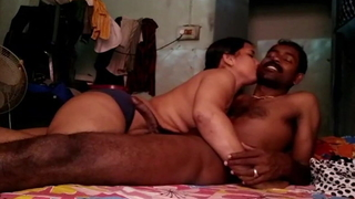 Sexy Tamil Aunty has threaten with reference to Plumber sucking his cock