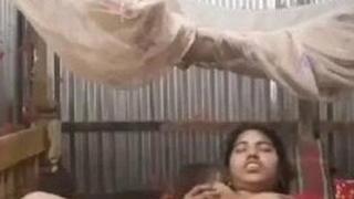Unsatisfied Bangladeshi Bhabhi Jerking & Squirting