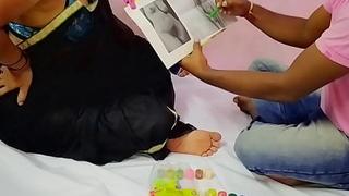 ड्रॉइगं टीचीर ने भाभी को जिस्म की ड्रॉइगं दिखाकर लिया सेक्स का मजा
