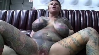 Efficacious convocation tattooed milf with pussy crucial copulates far front of make an issue of dusting camera