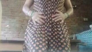 Bhabhi does nude dance