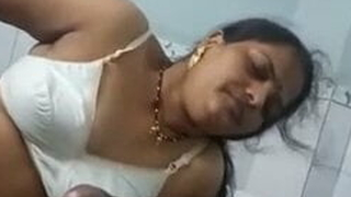 Desi Marathi Aunty Blowjob