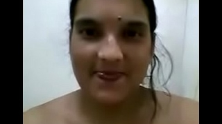 bengali horny tall figure bhabhi mms bathing for lover