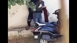 DESI GIRL SEX MMS ON ROAD KHET ME