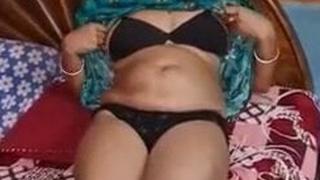 Kolkata's Sexy Bengali Bhabhi Turning up become calm Her Bed For U