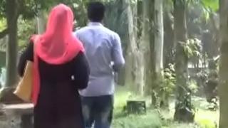 Bangladesh-Dhanmondi lake park sex scandle