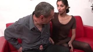 Colouring porno d'indiana 23ans qui adore sucer d...