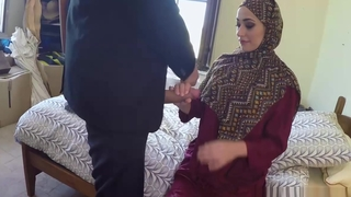 Arab lady is payed billions of cash less suck cock