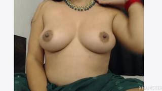 Sexy desi indian splashing in webcam